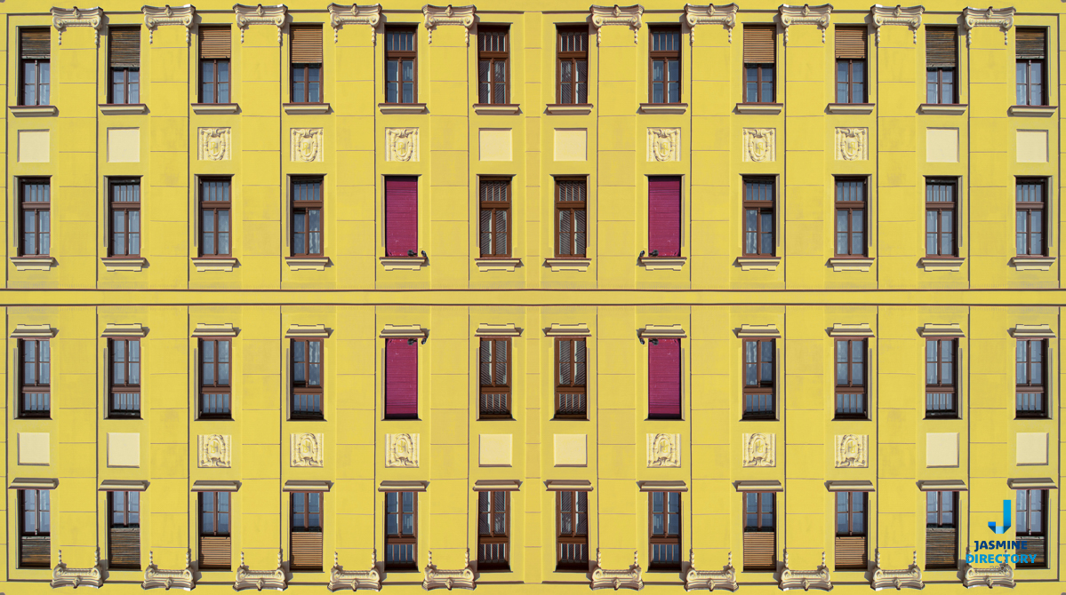 Yellow building block forming a simetrical image