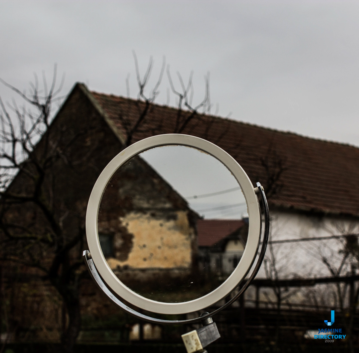 A mirror inside an image showing the same thing