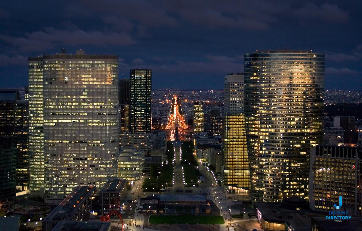 Grande Arche de la Defense - Champs-Élysées